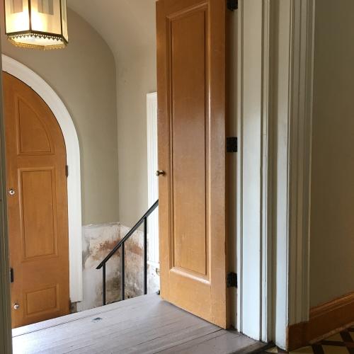 Lincoln Cottage, faux bois, quarter sawn oak woodgrain, front doors